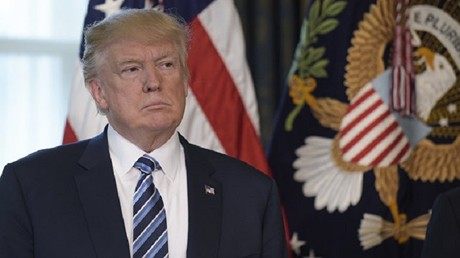 ترامب والشكوك التي تساوره مطبوعة على سريرته