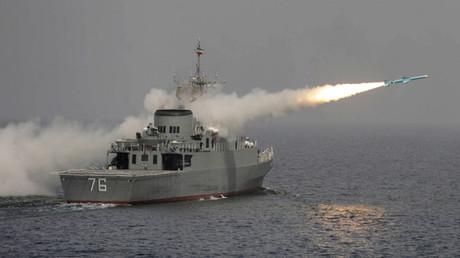 إطلاق صاروخ إيراني من مدمرة