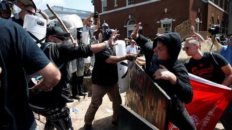 اشتباكات بين قوميين ومحتجين مناوئين لهم في مدينة شارلوتسفيل بولاية فرجينيا الأمريكية، 12/8/2017