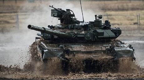 """دبابة من طراز """"تي-90"""""""