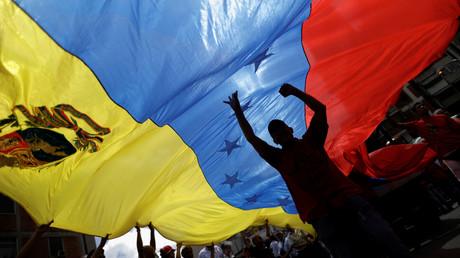 مظاهرة موالية للحكومة في كاراكاس احتجاجا على تهديدات دونالد ترامب