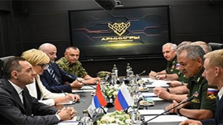لقاء وزيرا دفاع روسيا وصربيا خلال ألعاب