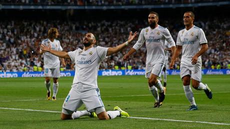 فرحة كريم بنزيمه بالهدف الثاني في شباك برشلونة