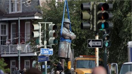 إزالة تمثال للجنرال روبرت لي في مدينة نيواورليان