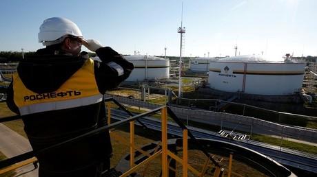 """شركة صينية تجري مباحثات لشراء حصة في """"روس نفط"""" للطاقة"""