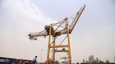 السعودية تركب رافعات في موانئ يمنية لتسهيل وصول المساعدات