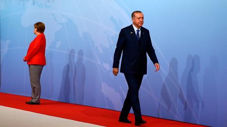 لقاء أردوغان وميركل خلال قمة العشرين