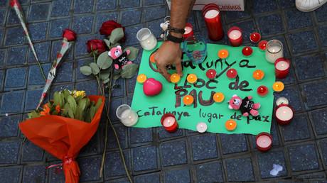 ورود وشموع في ذكرى ضحايا هجوم برشلونة الإرهابي