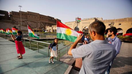 الأعلام الكردستانية وسط أربيل