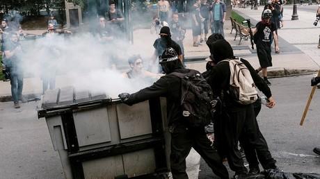 كندا.. مواجهات في الكيبيك بين الشرطة ومتظاهرين مؤيدين للمهاجرين