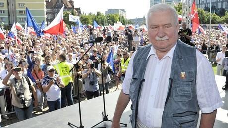 الرئيس البولندي السابق ليخ فاونسا