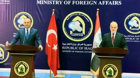 وزيرا الخارجية العراقي إبراهيم الجعفري والتركي مولود جاويش أوغلو