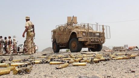 مدرعة تابعة لقوات الرئيس اليمني عبد ربه منصور هادي
