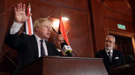 بوريس جونسون يعقد مؤتمرا صحفيا مع وزير الخارجية في حكومة الوفاق الليبية محمد سيالة