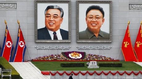 ساحة مؤسس جمهورية كوريا الشمالية الديمقراطية كيم إل سونغ وسط بيونغ يانغ