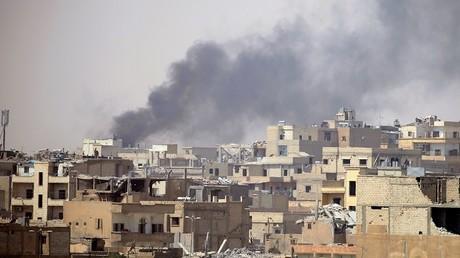 صورة أرشيفية لدخان متصاعد جراء القصف
