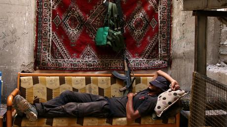 عنصر من الجيش السوري الحر في درعا