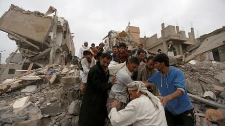 آثار غارة سعودية على صنعاء