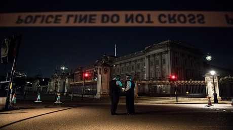 رجال شرطة لندن في مهمة بالقرب من قصر باكنغهام