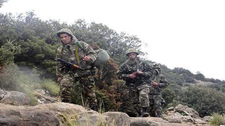 عناصر من الجيش الجزائري -أرشيف