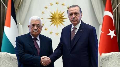 الرئيس الفلسطيني محمود عباس والرئيس التركي رجب طيب أردوغان