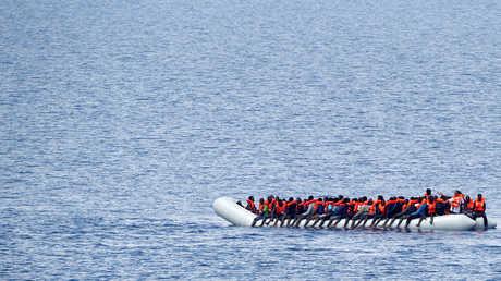 مهاجرون غير شرعيون في مياه البحر الأبيض المتوسط