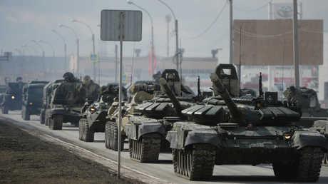 """دبابات روسية من طراز """"تي-90"""""""
