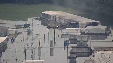مشهد من موقع انفجارات في منشأة كيميائية بتكساس