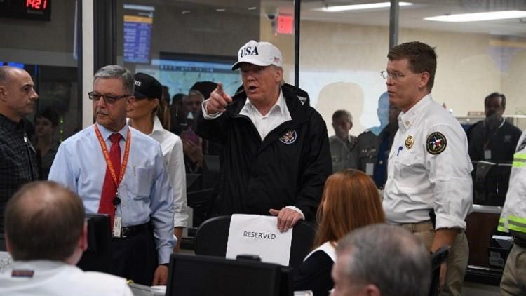 ترامب يتبرع بمليون دولار لضحايا الإعصار هارفي