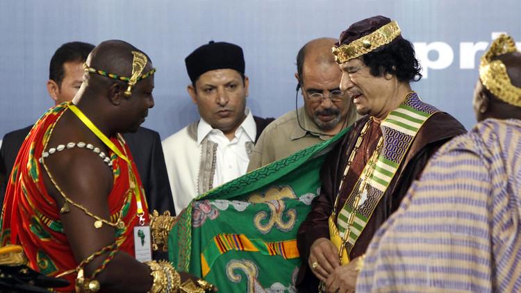 العقيد القذافي يترك وصيته على أنبوب لنهره الصناعي!