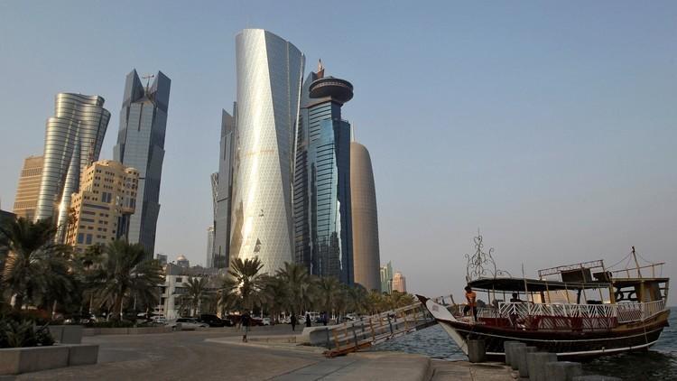 قطر تبيع بنك