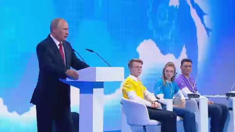 بوتين يشارك بدرس مفتوح بعيد المعرفة