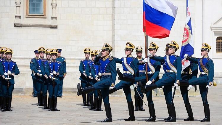 الحرس الروسي يحتفل بعيده