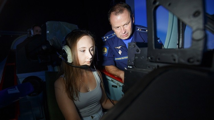 روسيات يتدربن على قيادة الطائرات الحربية
