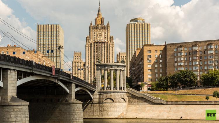 موسكو تستدعي الوزير المفوض بالسفارة الأمريكية وتحتج على تفتيش ممثلياتها الدبلوماسية