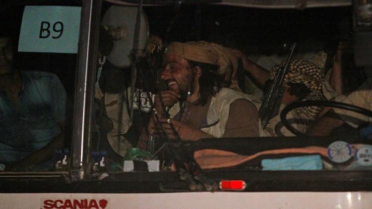 عشرات الدواعش يغادرون قافلة التنظيم جماعات وأفرادا للوصول لدير الزور