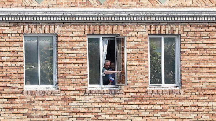 الأمن الأمريكي يبحث عن شحاطة ترامب!