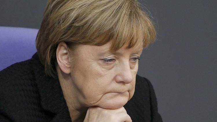ميركل: يتحتم على اللاجئين غير الرسميين مغادرة البلاد