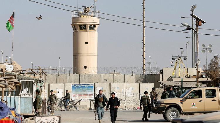 الجيش الأمريكي: جرحى بتفجير عند مدخل قاعدة