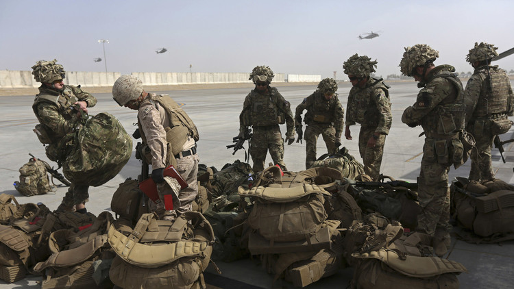 وصول عشرات العسكريين البريطانيين إلى العراق