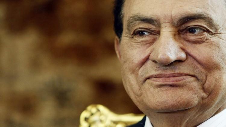 صورة جديدة لحسني مبارك بصحبة ابنه وحفيدته