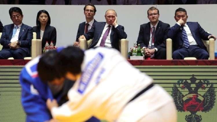 بوتين يضع حجر الأساس للقصر الدولي للفنون القتالية