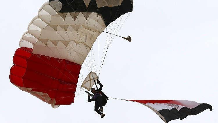قوات المظلات المصرية تصل روسيا