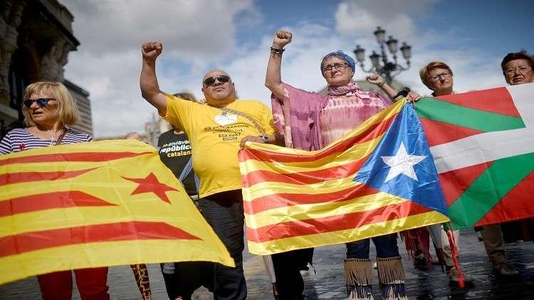 إسبانيا.. حملة مداهمات لوقف استفتاء كتالونيا