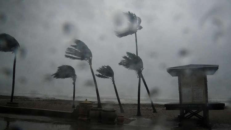 فيديو مرعب وجنوني لسلفي من داخل الاعصار