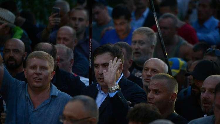 رغم منع سلطات كييف.. سآكاشفيلي يجتاز عنوة حدود أوكرانيا بقوة أنصاره