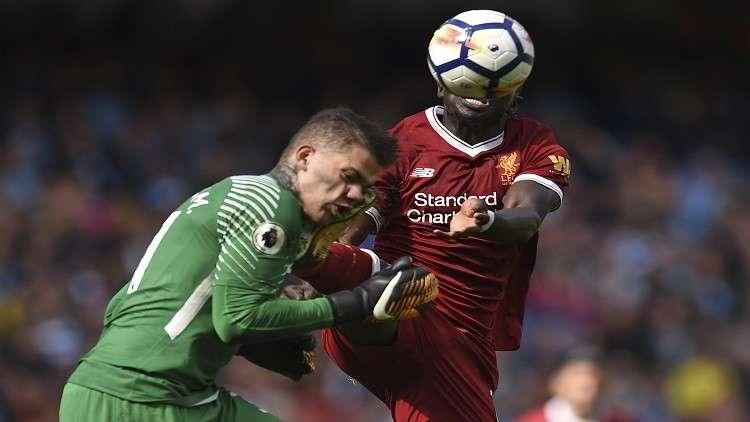 صورة مرعبة لحارس مانشستر سيتي بعد الإصابة!