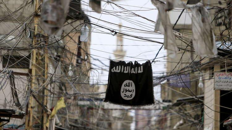 غارديان: مئات المنشقين عن داعش يتسللون إلى تركيا عبر إدلب