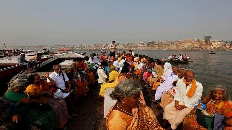 مصرع 22 شخصا في انقلاب زورق بالهند