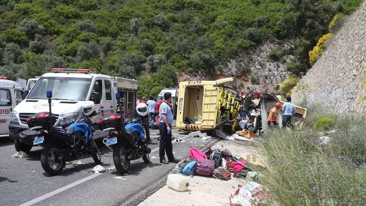 مصرع 5 سياح بسقوط حافلة من منحدر في تركيا